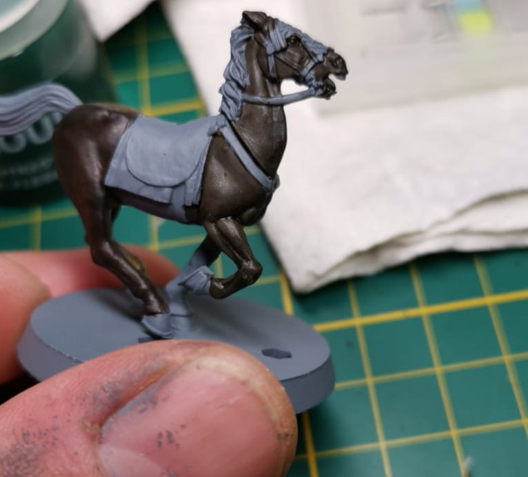 Ein Pferd - die Farbnuancen sind natürlich bei dem dunklen Braun nicht so deutlich erkennbar.