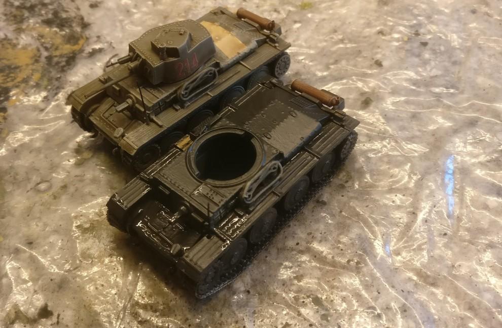 Der erste DeAgostini Panzersammlung Nr. 57 Pz.Kpfw.38 (t) Ausf. F nach dem Auftrag der Grundfarbe Revell Aquacolor Anthrazit.