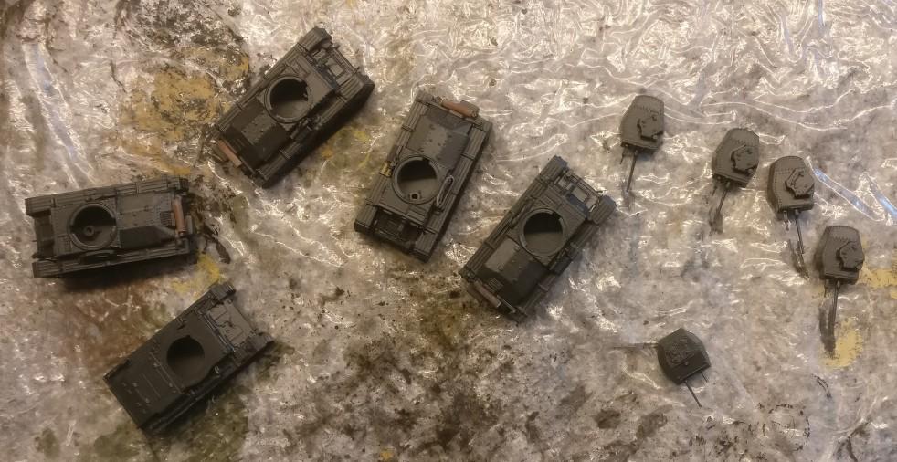 Die ganze Horde der DeAgostini Panzersammlung Nr. 57 Pz.Kpfw.38 (t) Ausf. F wurde mit Anthrazit grundiert.