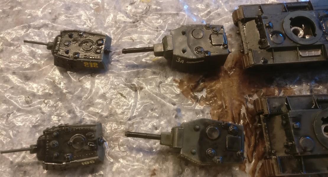 """Die Türme der beiden KV-Panzer aus dem Set Pegasus 7665 """"KV-1 Early & KV-2"""""""