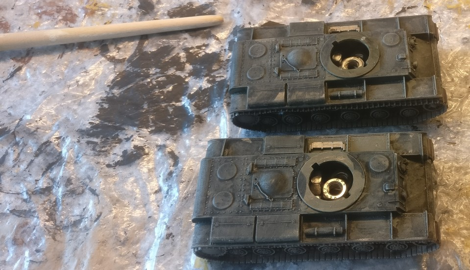 """Hier wurde den beiden KV-Panzern aus dem Set Pegasus 7665 """"KV-1 Early & KV-2"""" mit der Helloliv ein wenig Kantigkeit verliehen."""