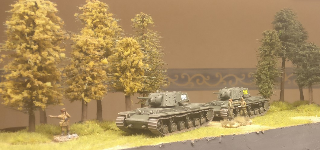 "Die beiden KV-1e aus dem Set Pegasus 7665 ""KV-1 Early & KV-2"" im Einsatz..."