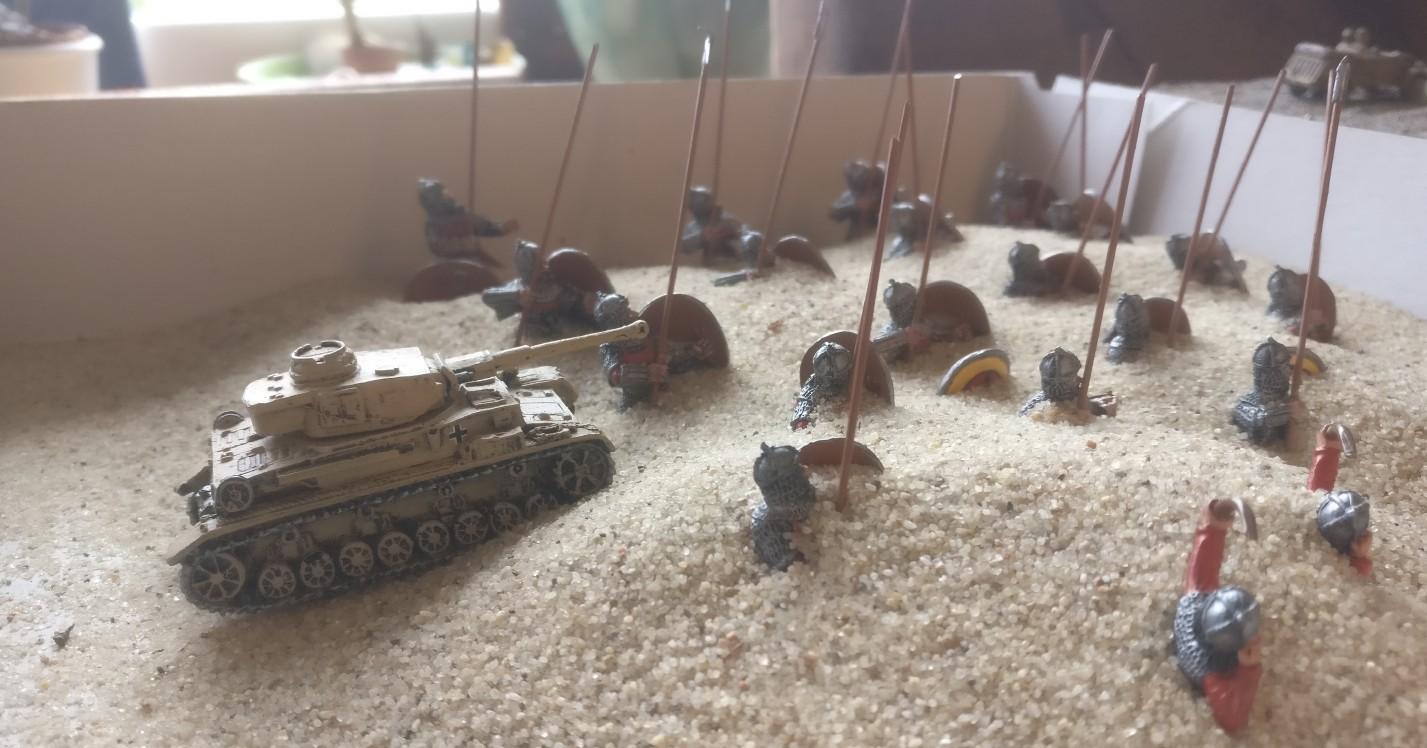 Ein 15mm Panzer IV  der 21. Panzerdivision erscheint auf dem Plan und überwacht die Sache.