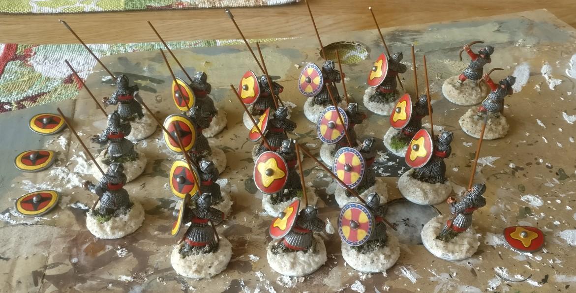 Die Basen der byzantinischen SAGA-Krieger werden noch mit PONAL überzogen, damit der Vogelsand sicher haftet.