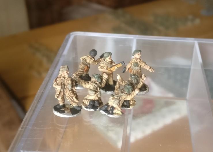 Einige Figuren der 15mm British Infantry lagen auch lose bei. Die habe ich gleich mitbemalt.