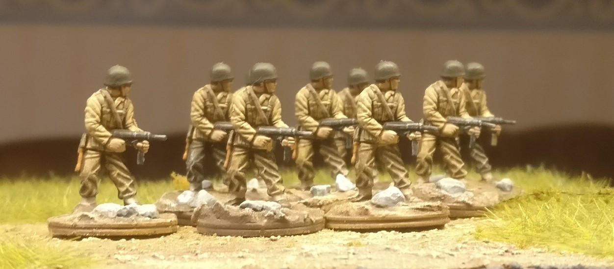 "Weitere neun der 54 Figuren aus dem Set Matchbox 40191 ""US Infantry"""
