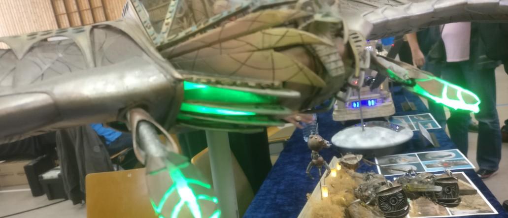 """""""Stargate Deathglider of RA"""" von Wanessa Soniadu auf der 30. Jubiläum Modellbauausstellung des PMC Main-Kinzig in Gelnhausen-Meerholz am 5. Oktober 2019"""