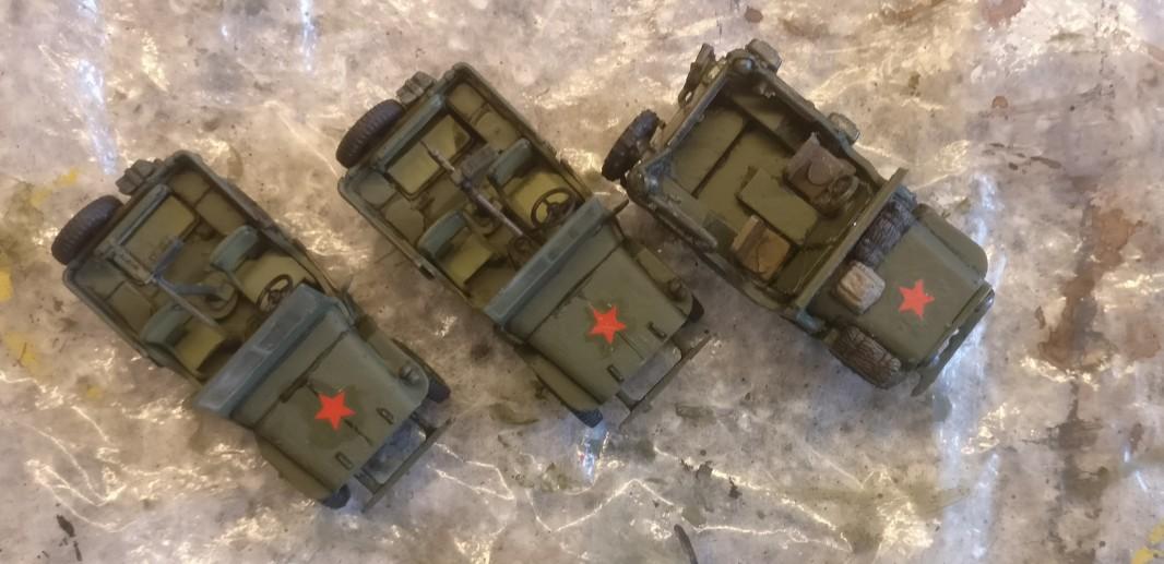 """Bronzegrüne wirkt bereits: der Lend-Lease Jeep und die beiden flammneuen Dragon Armor 60505 """"US ARMY Jeeps 2x 1/4 TON 4x4 Set & .30 Cal. Machine guns"""""""