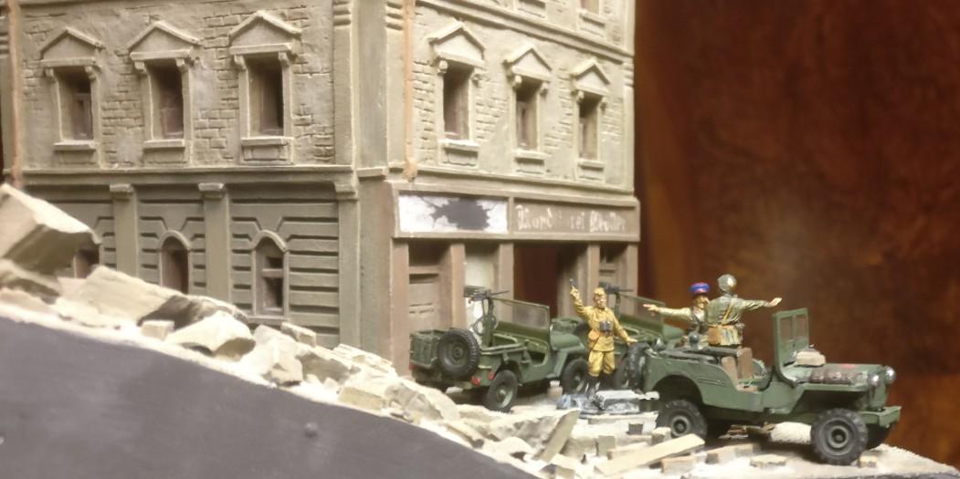 Die drei Lend-Lease-Jeeps im Einsatz in Shturmigrad. Befehlsausgabe bei der 10. NKWD Division.