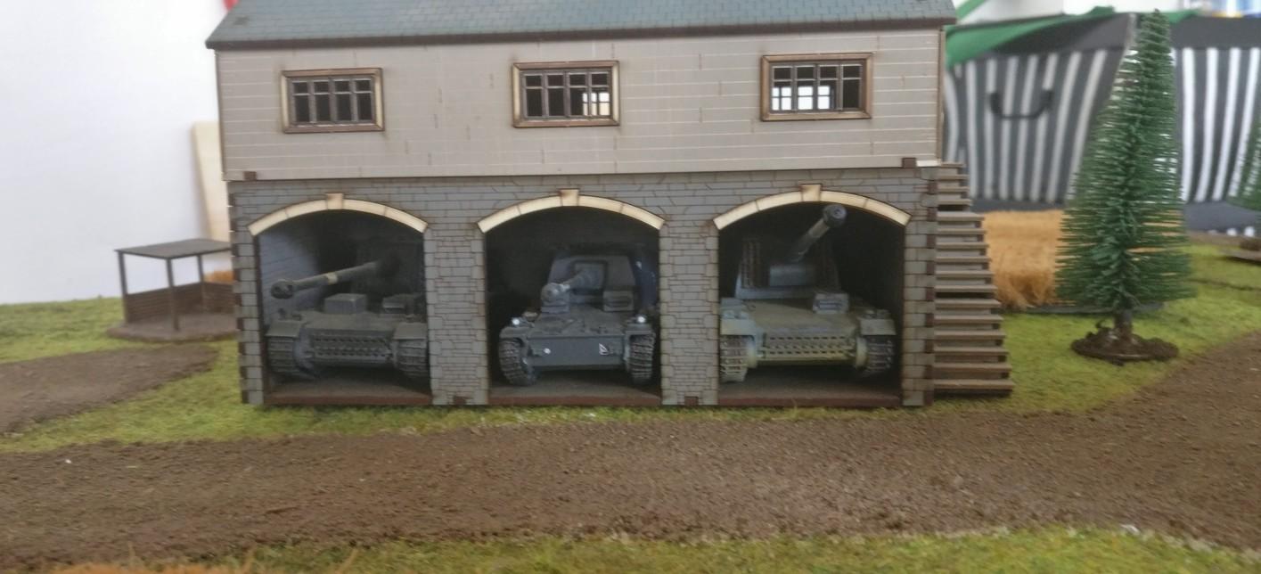 Dominics Garage: Dickblech satt wartet auf den Einsatz.