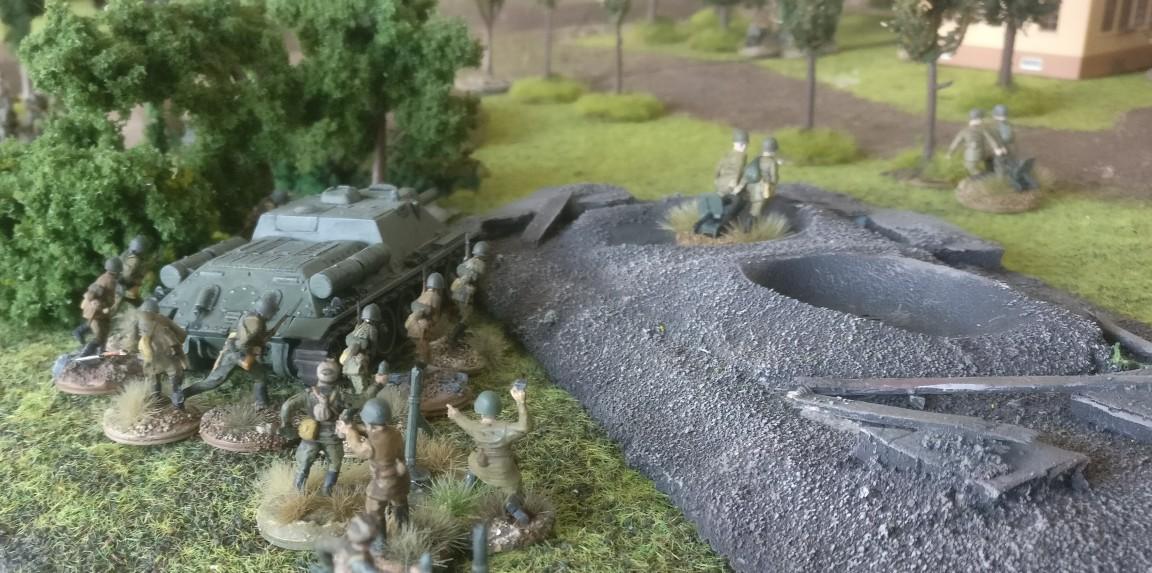 Hier ein Keiler (SU-122 für Nicht-Insider) und ein paar Granatwerfer. Iss klaaar, oder?