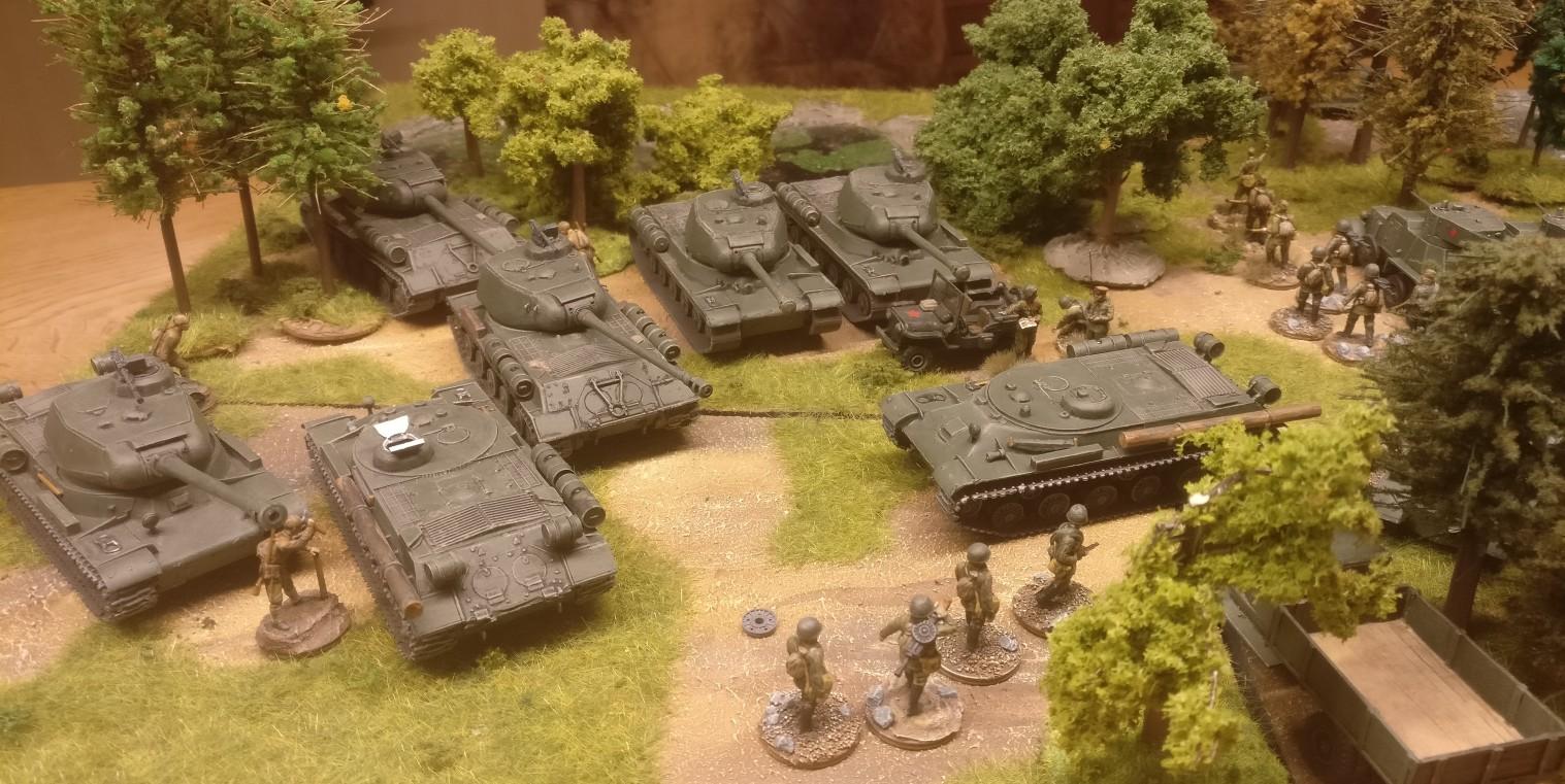 Und die insgesamt fünf IS-2 Heavy Tank der Sturmi Army im Feldeinsatz.