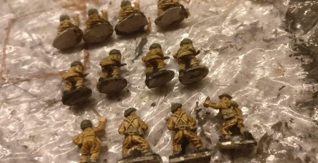 Die Gruppen liegen zum Basieren bereit. Hier die vier Mortar Teams.