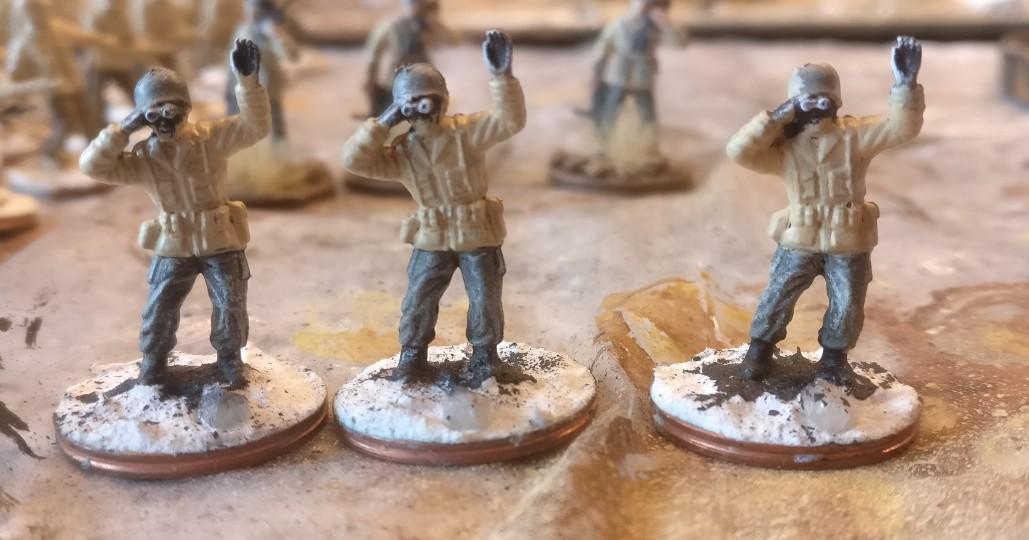 """Diese Figur aus dem Matchbox-Set """"US Infantry"""" benutze ich als Offiziere. Die Hose wurde bereits grün gewasht, die Jacke grundiert, das Webbing noch nicht akzentuiert."""