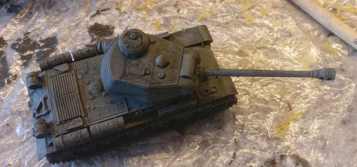 Der Bausatz PST 72002 IS-2 Heavy Tank nach dem Trockenbürsten mit Helloliv.