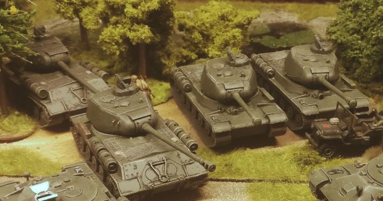 Der fertige PST 72002 IS-2 Heavy Tank unter seinen Kollegen...