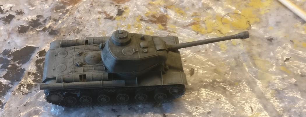 Der PST 72009 KV-122 nach dem Auftrag des Black Wash und nach dem anschließenden Trockenbürsten mit Helloliv.