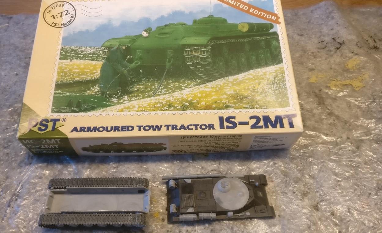 Der PST 72039 IS-2MT in unbemaltem Zustand bei Anlieferung aus den fränkischen Motorenwerken.