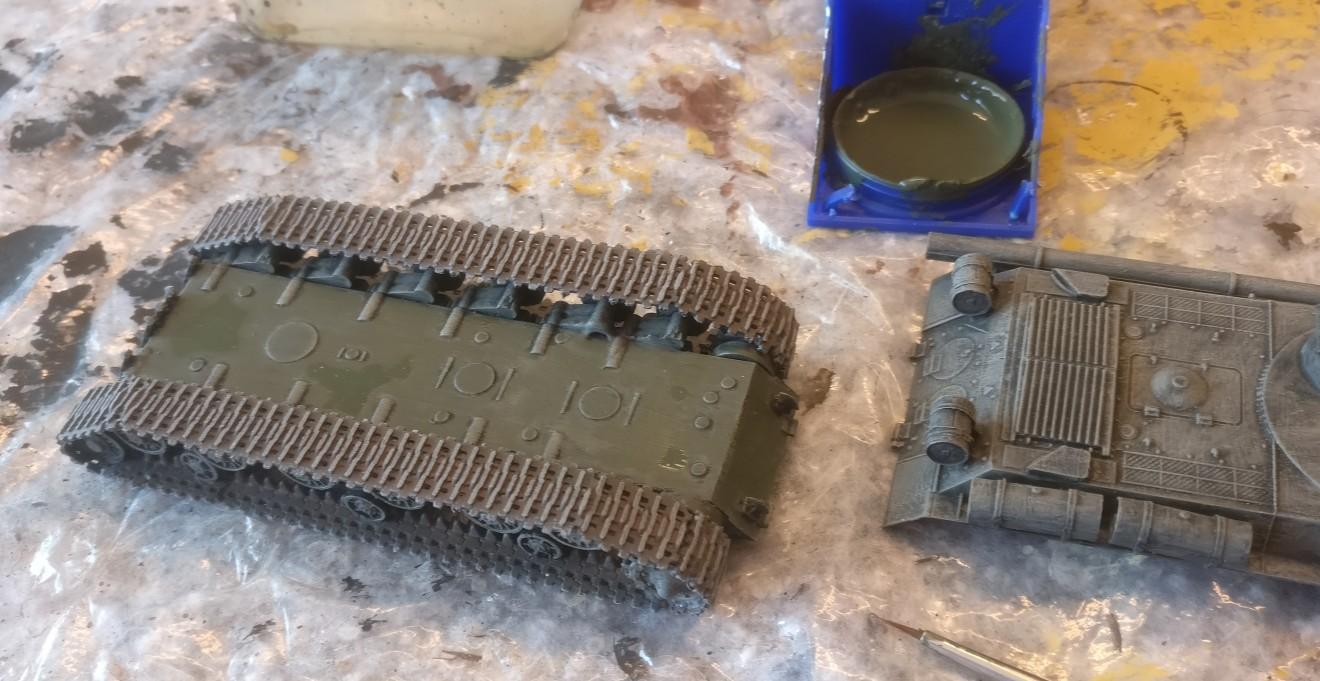 Die Wanne des PST 72039 IS-2MT ist bereits mit Bronzegrün bemalt.