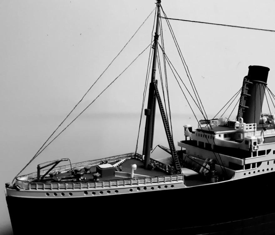 """Das Vorderschiff des REVELL Schiffsbausatz """"100 Jahre Titanic"""" im Maßstab 1:400 vom Josef."""