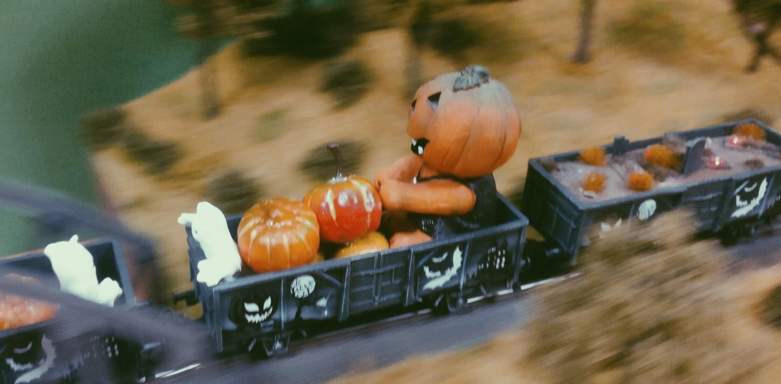Ordentlich Pumpkins und Gespenster im Märklin 44232 Halloween Wagen Glow in the Dark...