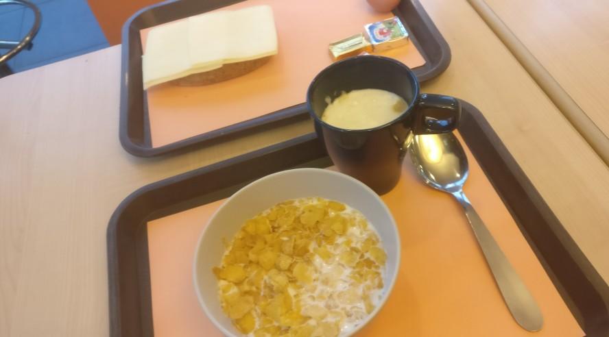 Das feudale 8-Euro-Frühstück im Hotel ibis budget Antwerpen Port. Wargamer und insbesondere Einhörner sind extremst leidensfähig!
