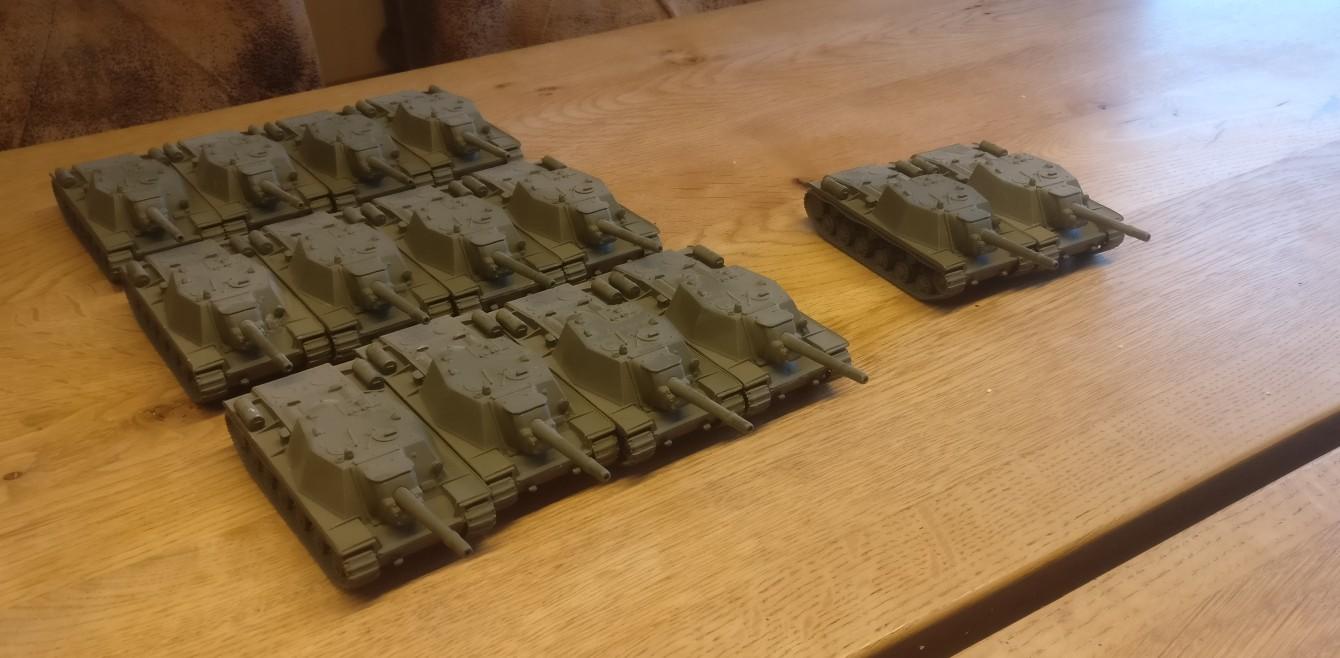 Die vierzehn SU-152 von Pegasus. Sie werden die Отдельный тяжёлый самоходно-артиллерийский полк, ОТСАП, OTSAP von Sturmis Roter Armee verstärken. Winterbemalung wird angesagt sein, jedenfalls für elf der Genossen.