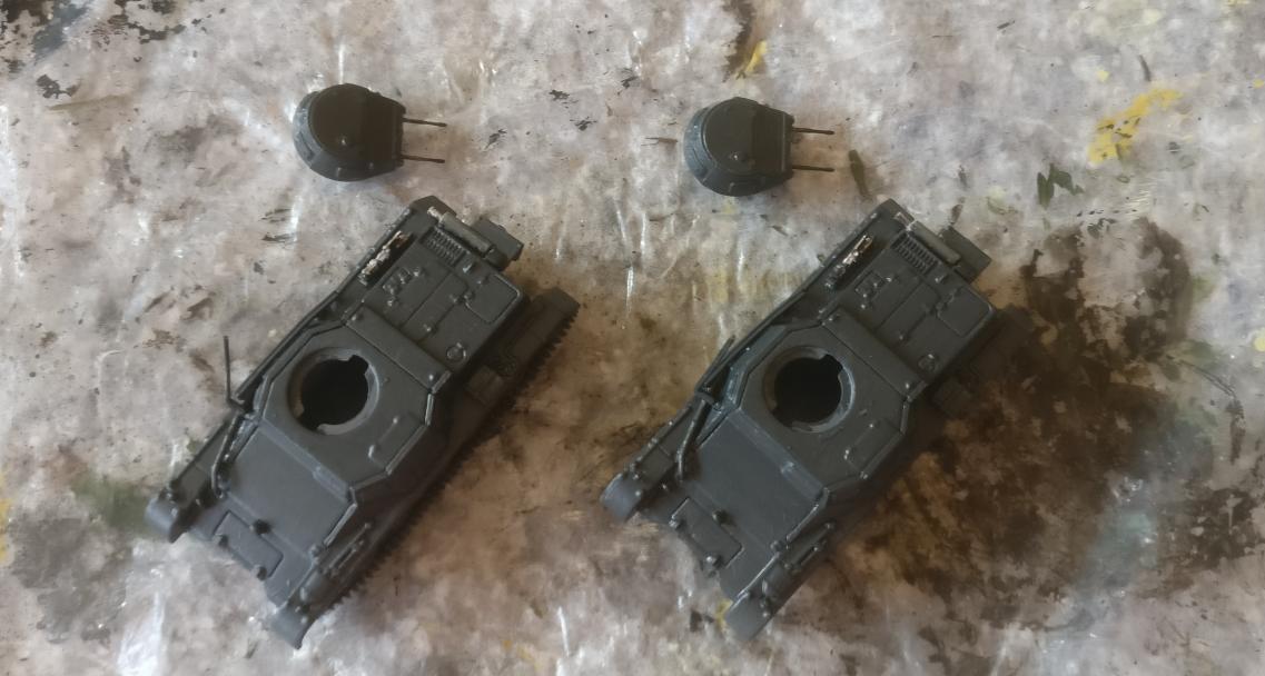 Die beiden Panzer I Ausf. B nach dem Grundieren mit Anthrazit.