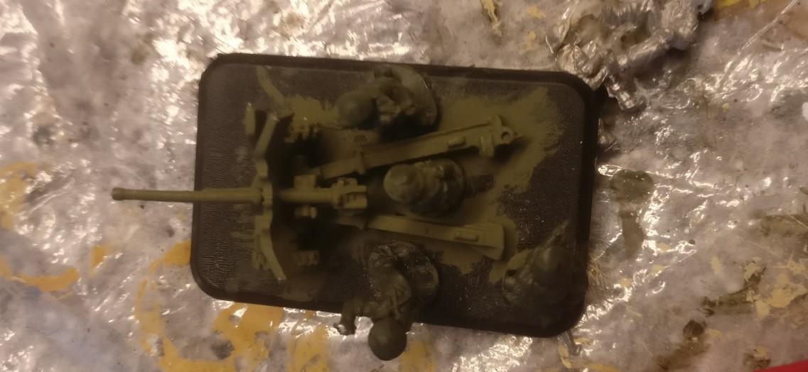 Hier hat die Flames of war 57mm Pak bereits den Black Wash abbekommen.