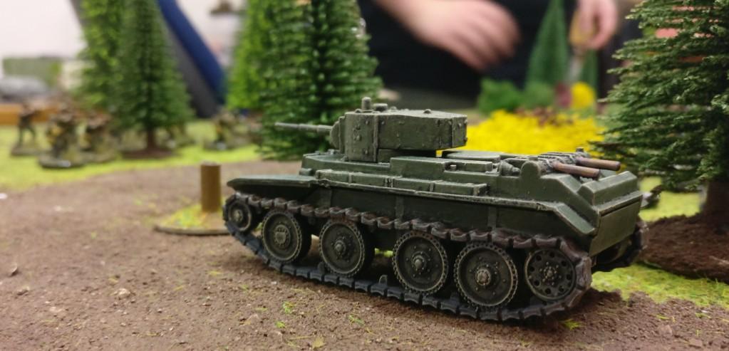 Ein weitere leichter Panzwr BT-7 sichert die linke Flanke von Sturmis Roter Armee.