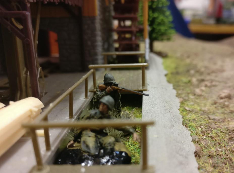 Am Sägewerk sind russische Scharfschützen in Stellung gegangen.