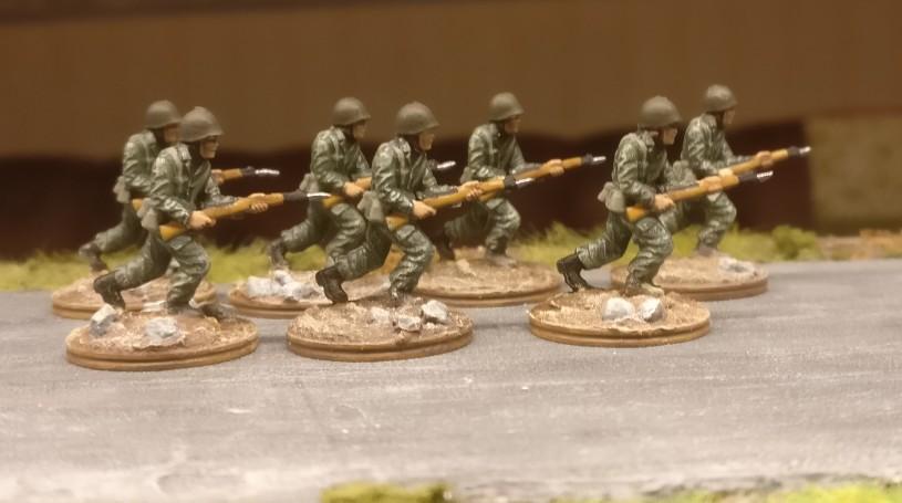 Die zweite der drei Gruppe mit grünen Uniformen.
