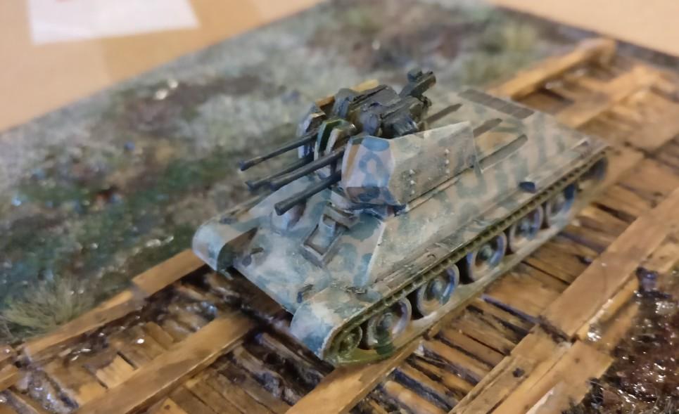 Ein deutscher Flakpanzer T-34 mit 2cm Vierlingsflak.