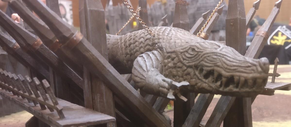 Grond, die Riesenramme auf dem Spieltisch von Morannon, dem Tor von Mordor.