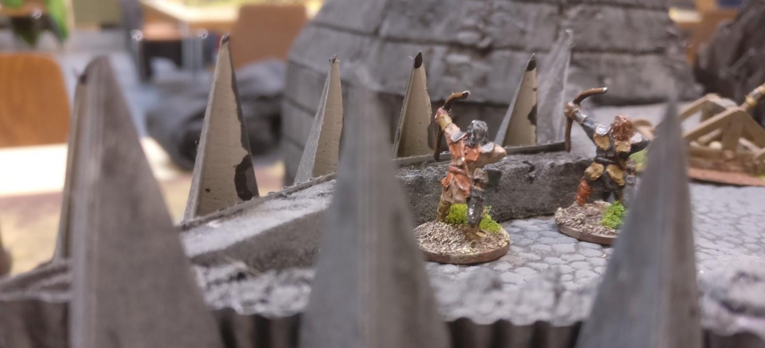 Bogenschützen auf den Zinnen von Morannon, dem großen Tor von Mordor.