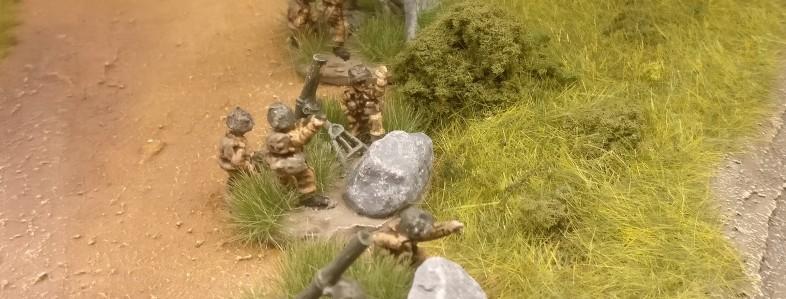 Hier übt die Truppe mit ihren Ordnance ML 3-inch mortar gerade das Scharfschießen.