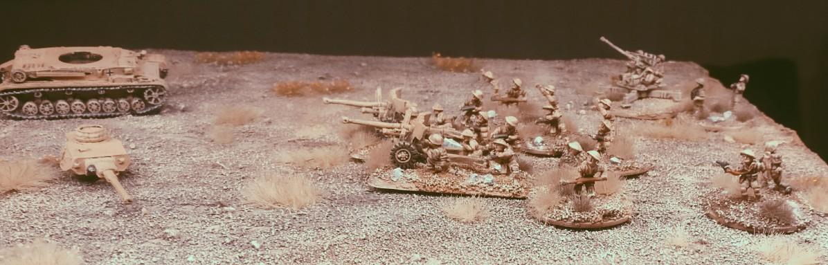 Die Ordnance QF-6-Pfünder-7-cwt in Feuerstellung.