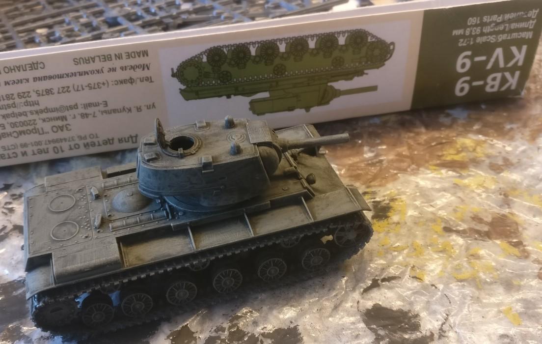 Hier hat der PST 72034 KV-9 Heavy Tank gerade seinen Black Wash abbekommen.