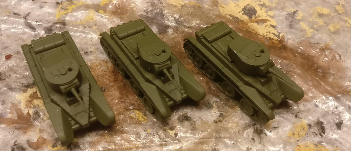 """In diesem Zustand präsentierten sich die drei """"Zvezda 6129 BT-5 Light Tank"""" der unikornischen Kommission."""