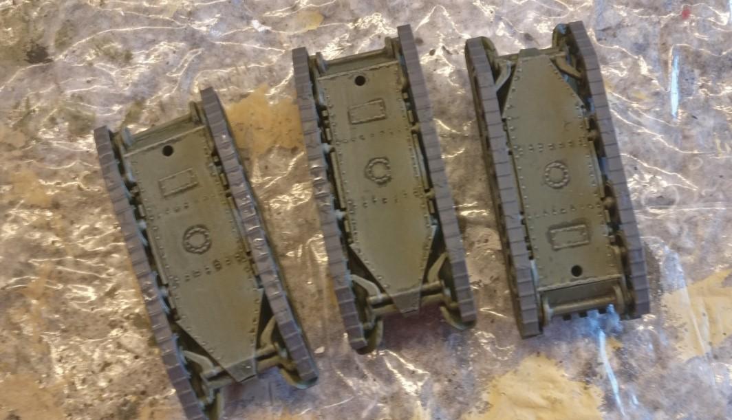 """Die Ketten der """"Zvezda 6129 BT-5 Light Tank"""" wurden mit """"Panzergrau"""" bemalt."""