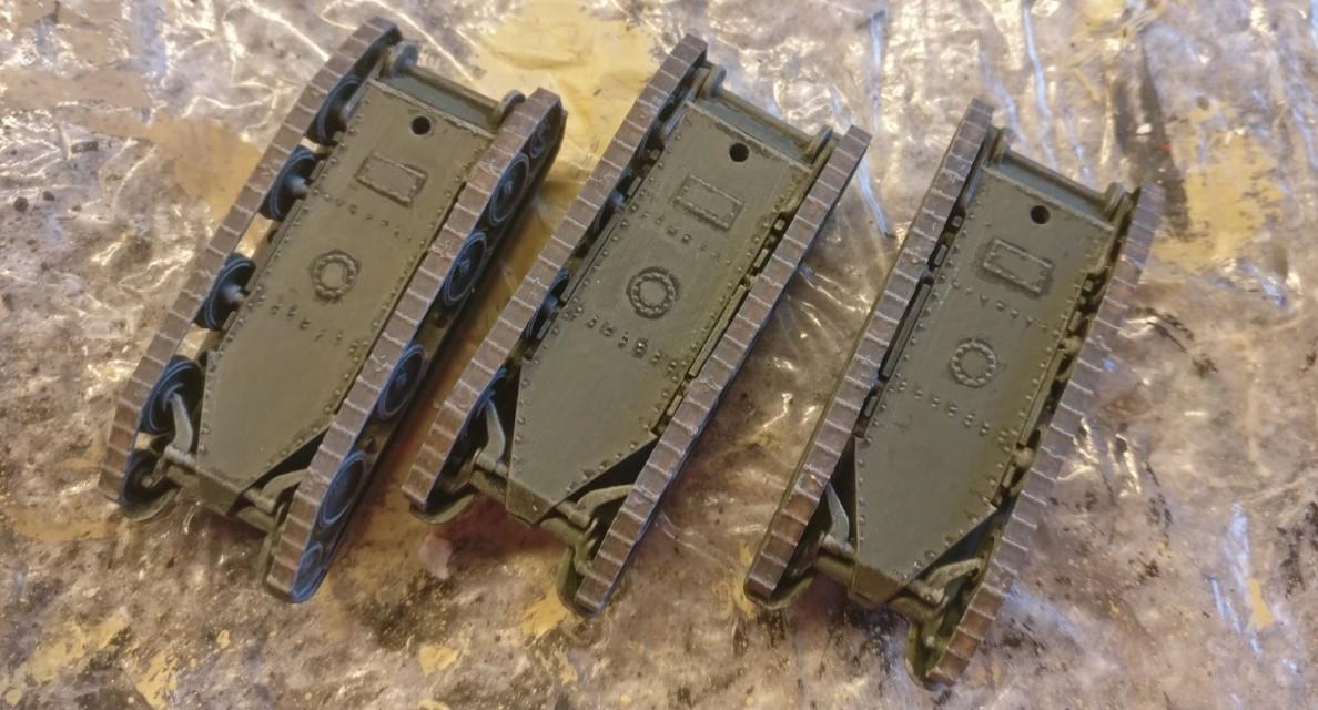 """Die drei """"Zvezda 6129 BT-5 Light Tank"""" mit fertiggestellten Panzerketten."""