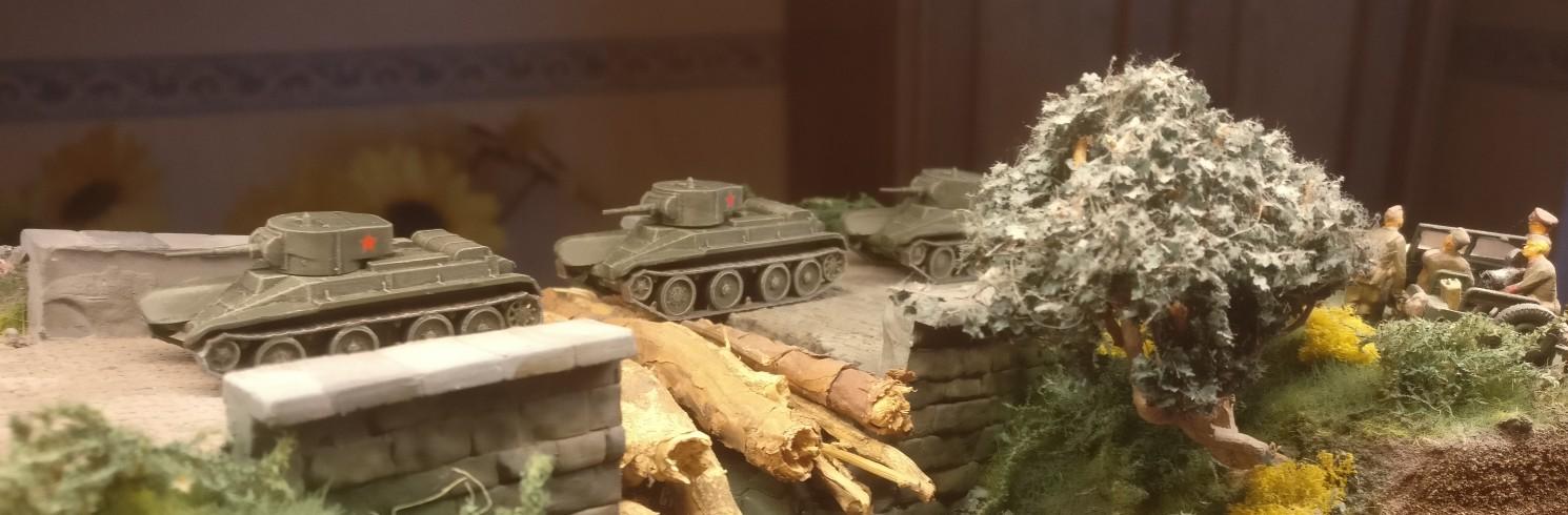 Die drei BT-5 auf dem Weg an die Front.