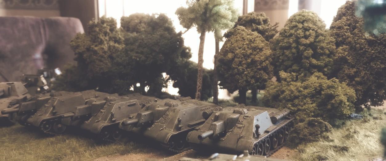 Die SU-122 der 2. Batterie des 1437. Selbstfahrartillerie-Regiment
