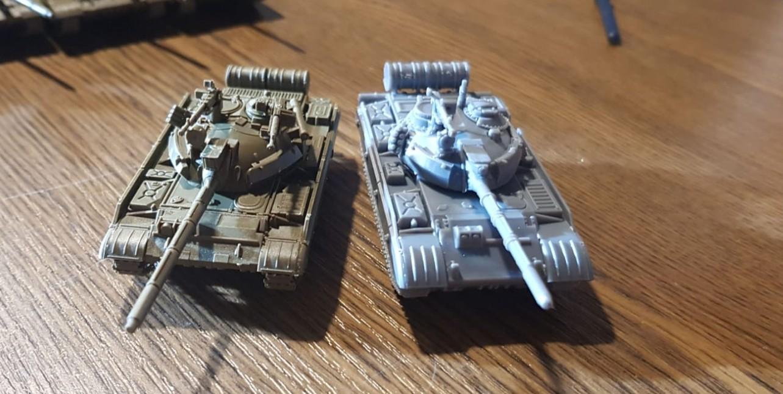 Der T-55 von Battlefront und von PSC. Der von Battlefront war einfacher zu montieren.