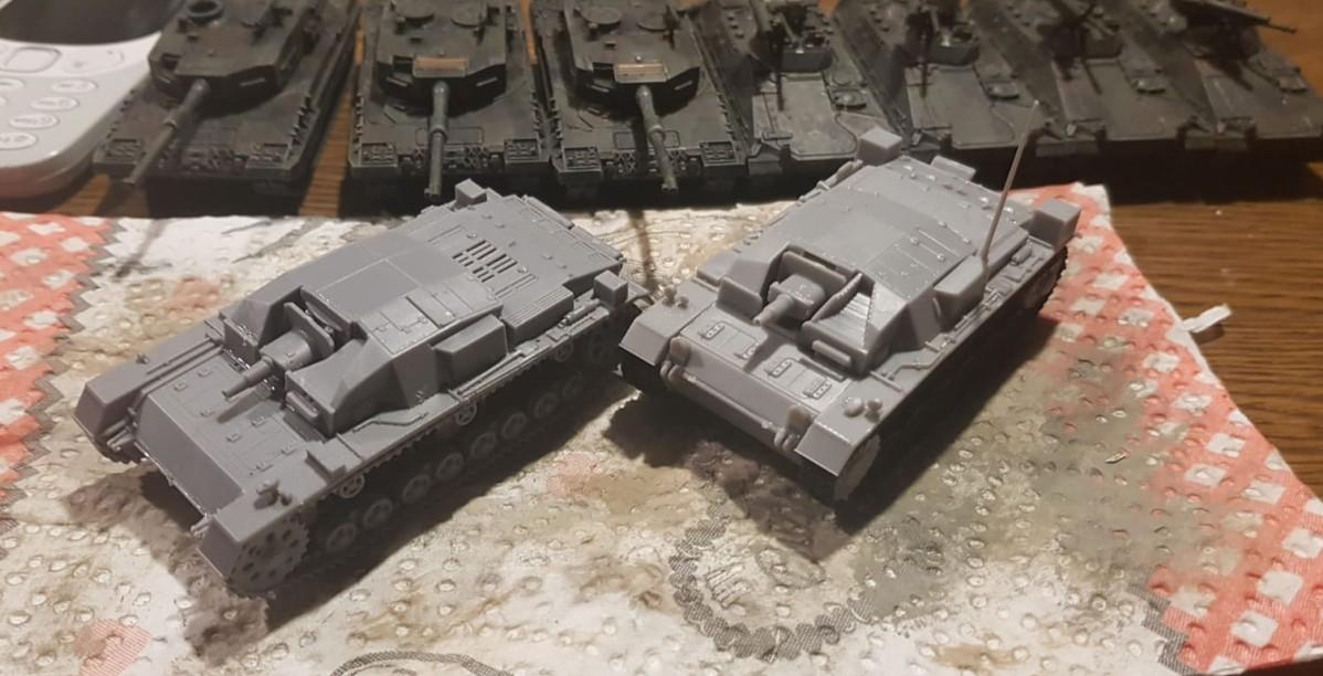 Zwei neue Early-War-Lieblinge von Dominic: Das IBG (Art.Nr. WAW003) Stug III der 0-Serie und das Dragon (Art.Nr. 6860) StuG III Ausf. A