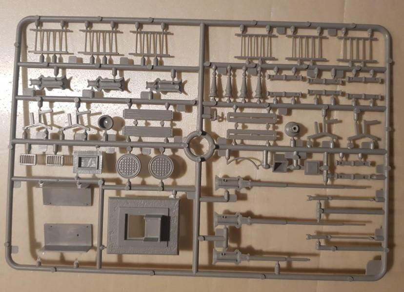 """Das Set """"Italeri 6146 Urban Accessories""""  steuerte ein paar Laternen und Bänke bei..."""