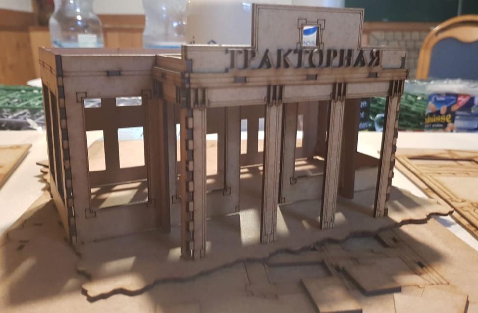 """Das sehr repräsentative Verwaltungsgebäude im Set """"Italeri 6193 Stalingrad Siege 1942 Tractor Plant Assault""""."""
