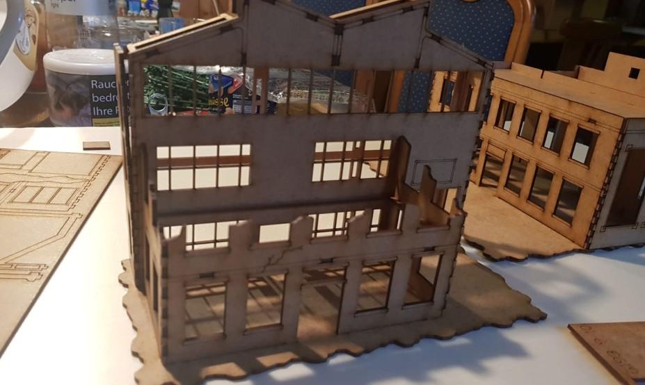 Dem Vorgebäude kann man das Dach abnehmen, um es bespielbar zu machen.