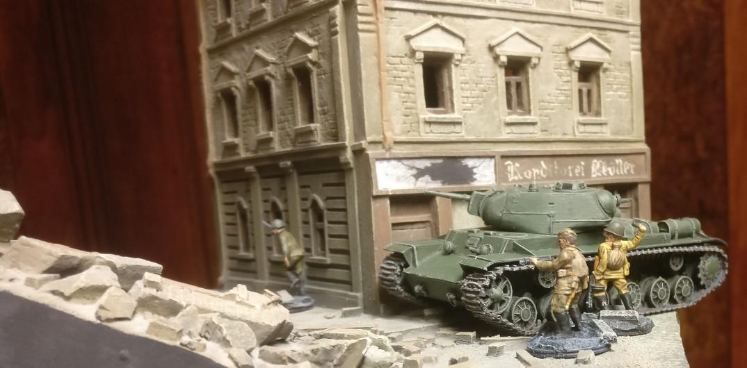 Erste Fotos vom Einsatz des PST 72026 KV-8C Heavy Flamethrower Tank im südlichen Shturmigrad.