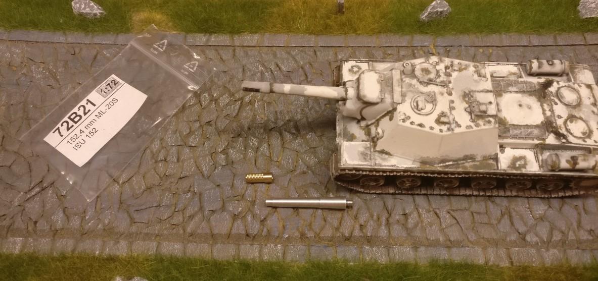 Das Rohr der 152,4mm ML-20S mit abgenommener Mündungsbremse hier neben einem SU 152. Schaut stimmig aus, oder?